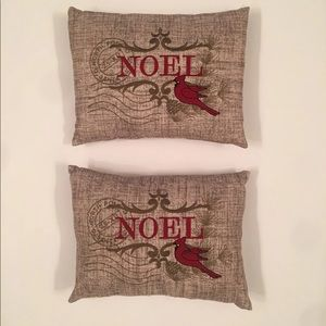 Other - 🤶🏻2 Small Decorative Holiday Pillows
